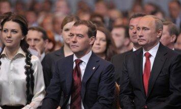Российские СМИ: как фильм Навального подвел Медведева