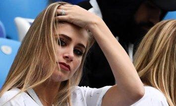 ФОТО: ФИФА просит вещателей меньше показывать болельщиц на трибунах
