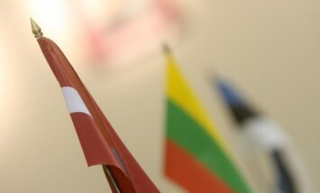 """Миллион за документ, Христос в """"эстонских цветах"""" и школьные ранцы. Как Латвия, Литва и Эстония отметят 100-летие"""