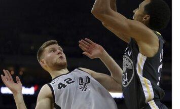 Bertānam liels spēles laiks un desmit punkti 'Spurs' zaudējumā NBA čempioniem 'Warriors'
