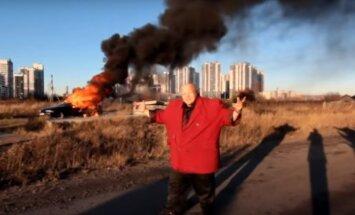 Kapracis Bareckis – viņš tik ļoti ienīst Rietumus, ka sadedzina savu BMW