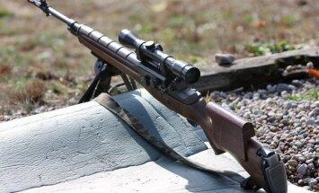 Lietuva kļūmes dēļ lēti pārdevusi ASV dāvinātus ieročus
