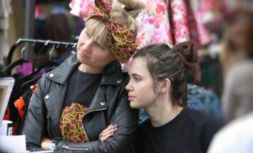 Foto: Smukumlietas un cilvēki Kalnciema kvartāla modes un dizaina tirdziņā