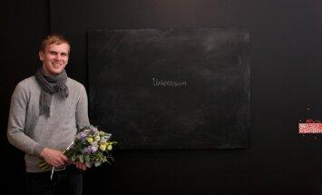 'SEB stipendija glezniecībā' piešķirta Kristapam Priedem