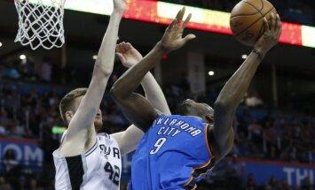 Bertānam 14 punkti 'Spurs' zaudētā NBA spēlē Oklahomasitijā