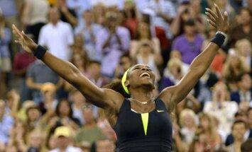 WTA ranga līdere Viljamsa ar grūtu uzvaru sāk sezonas noslēguma turnīru