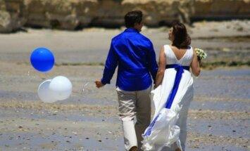 Kāzas tikai sev: kā Ivonna un Agris Vecgada vakarā Austrālijā apprecējās