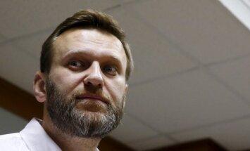 ВИДЕО: В Москве неизвестные бросили в Навального тортом
