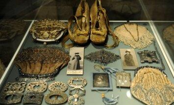 Фото: в Риге проходит выставка Александра Васильева, посвященная моде югендстиля