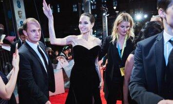 Foto: Andželīna Džolija sajūsmina ar sievišķīgu eleganci