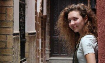 Nedzirdīga, bet tāda pati kā citi. Marija brīvi runā vairākās valodās un studē Nīderlandē