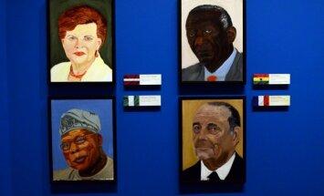 Bijušais ASV prezidents Bušs aizrāvies ar politiķu gleznošanu; portretēto vidū arī Vīķe-Freiberga