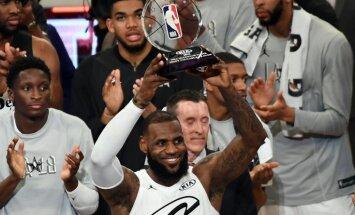 Džeimsa komanda NBA Zvaigžņu spēlē pieveic Karija vienību