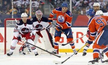 Edmontonas 'Oilers' uzvar 'Jets' brīvdabas 'Heritage Classic' spēlē