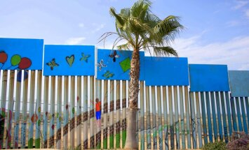 Meksikas robežsienai jābūt caurskatāmam 'saules mūrim', paziņo Tramps