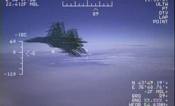 Video: Krievijas Su-27 bīstami pietuvojas amerikāņu izlūklidmašīnai