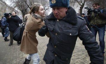 Policija Volgogradā izdzenā cilvēkus, kuri pulcējas nesankcionētam pasākumam