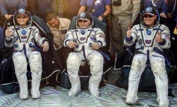 Foto: Uz Zemes atgriezusies astronaute – rekordiste Vitsone