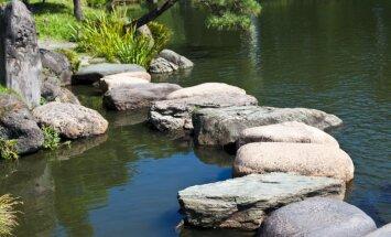Ne tikai akmensdārzā – idejas, kur vēl dārzā izmantot akmeņus