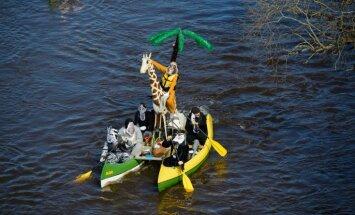 'Rāmkalnos' laivošanas sezona atklāta ar karnevālu Gaujā