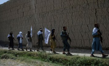 Noslēdzoties pamieram, 'Taliban' kaujinieki turpina karadarbību