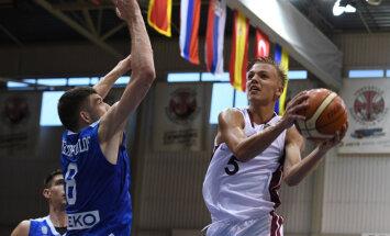 Latvijas U–18 basketbolisti sīvā Eiropas čempionāta mačā uzvar Grieķijas vienaudžus