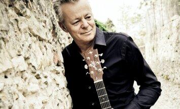 Rīgā atgriezīsies ģitārspēles virtuozs Tomijs Emanuels