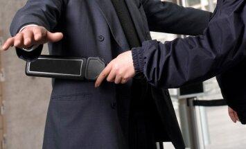 Avioreisos uz ASV pasažieriem jārēķinās ar pastiprinātu drošības pārbaudi