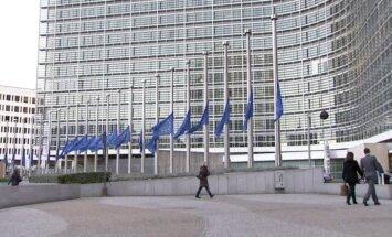 Video: Godinot Mandelu, EK nolaiž pusmastā 28 ES simbolizējošos karogus