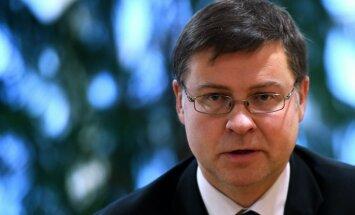 Latvijas budžeta projekts ir vērsts uz stabilitāti un ilgtspēju, vērtē Dombrovskis