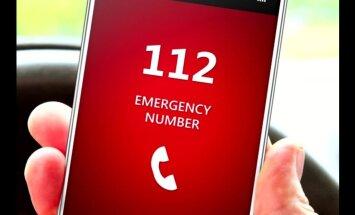 GPS koordinātes vai tomēr adresi? Lasītājs publisko sarunas ierakstu ar glābējiem