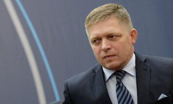 Slovākijas premjers žurnālistus nosauc par 'netīrām anti–slovāku prostitūtām'