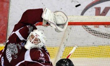 'Rīgas' hokejisti divreiz nenosargā pārsvaru un pēcspēles metienos piekāpjas 'Dinamo-Šiņņik'