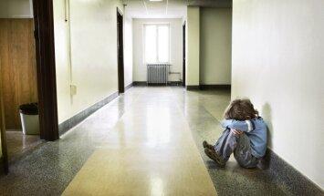 Atsākoties skolai, pieaug palīdzības lūgumi no apceltu bērnu vecākiem
