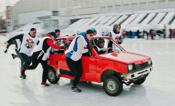 Video: Jekaterinburgā aizvadīts kērlings ar OKA automobiļiem