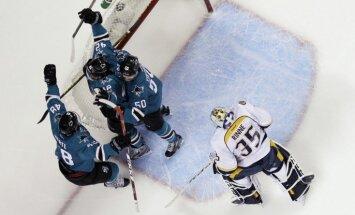 'Sharks' izcīna graujošu 'sauso' uzvaru un iekļūst NHL pusfinālā