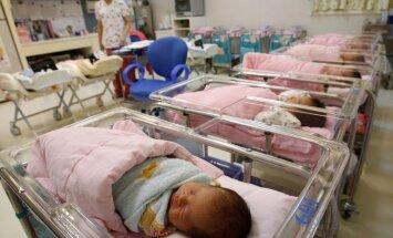 LM pagaidām nevar komentēt, kāpēc valstī sarūk jaundzimušo skaits