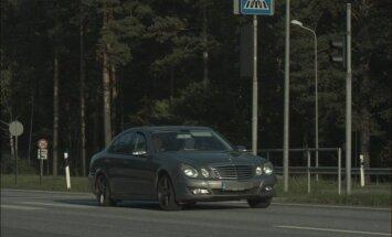 Garkalnē 'Mercedes-Benz' 70 km/h vietā traucas ar 153 km/h