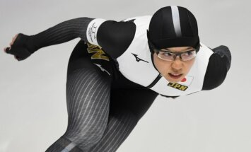 Ātrslidošanā 500 metru distancē sievietēm sasniegts jauns olimpiskais rekords
