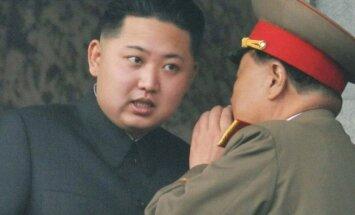 Spriedze Korejā: kas Kimam Čenunam padomā?
