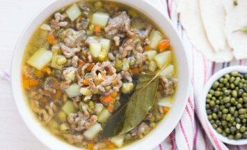 Ne tikai frikadeļu: 10 maltās gaļas zupas fiksām un sildošām vakariņām