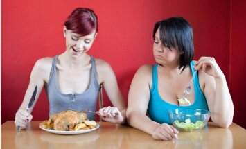 Astoņi veidi, kā draugi kavē tavu atbrīvošanos no liekajiem kilogramiem