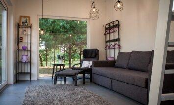 Namiņi ar lavandas smaržu: omulīgi iekārtotas moduļu mājas Liepājas pusē