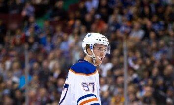 20 gadus vecais Makdeivids kļuvis par piekto NHL hokejistu ar 100 miljonu līgumu