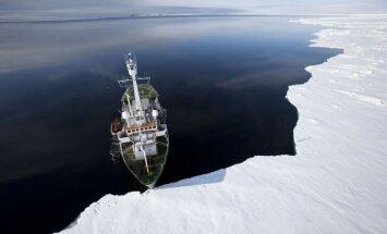 Российский и белорусский десант высадился на льдину в Арктике