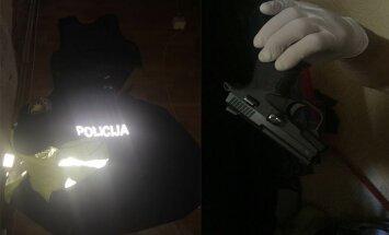 Vecmīlgrāvī vairākkārt sodīts vīrietis sašauj divus cilvēkus
