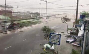 Video: Vjetnamā plosās pēdējo 16 gadu laikā spēcīgākais taifūns