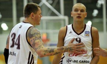 Zvaigznēm pastiprinātie 'Barons kvartāla' basketbolisti piekāpjas 'Jūrmala'/'Fēnikss' komandai