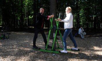 Mežparkā atklāts trenažieru laukums pieaugušajiem, bērniem un cilvēkiem ar kustību traucējumiem