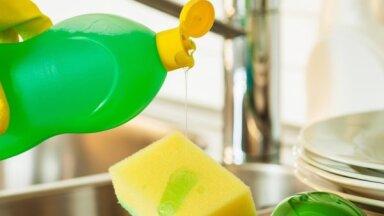 5 lietas, ko nevajadzētu tīrīt ar trauku švammēm